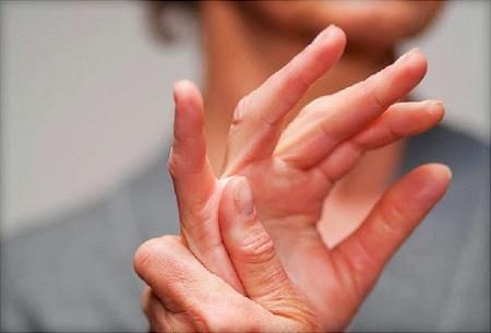 Viêm đa khớp dạng thấp là căn bệnh mang lại nhiều phiền toái cho con người, nó ảnh hưởng đến các chức năng khác trong cơ thể nếu không điều trị kịp thời.