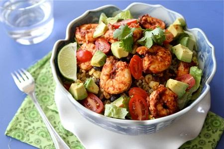 Món salad vào bữa trưa giúp bạn thêm dinh dưỡng và năng lượng làm việc