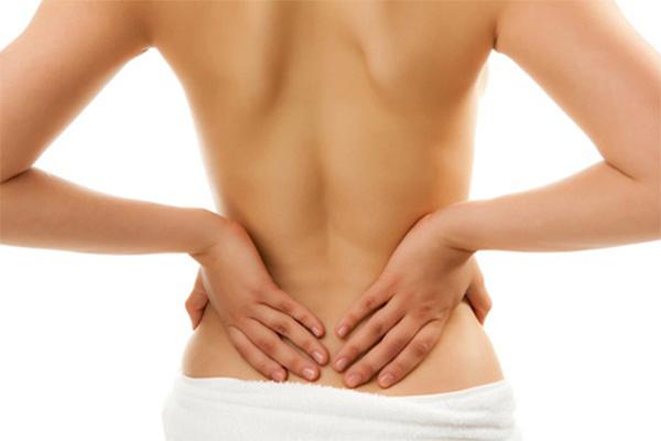 Thận yếu gây đau lưng còn khiến bệnh nhận khó khăn trong sinh hoạt và di chuyển