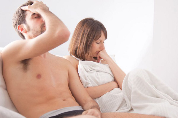 Thận yếu còn dẫn đến tình trạng yếu sinh lý, giảm ham muốn tình dục