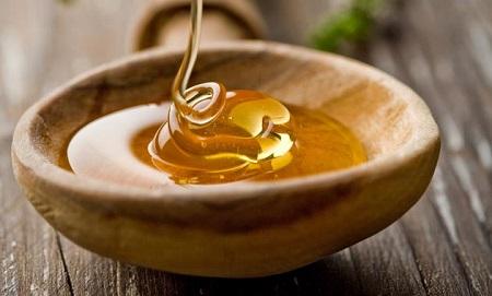 Một ly mật ong với nước ấm vào buổi tối có tác dụng an thần và thư giãn hệ thần kinh