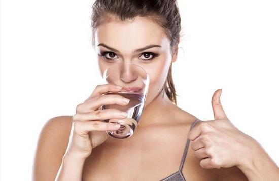 Uống nước giúp thanh lọc và tràn đầy năng lượng