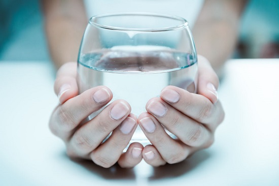 Nên cung cấp đủ nước mỗi ngày để cơ thể khỏe mạnh