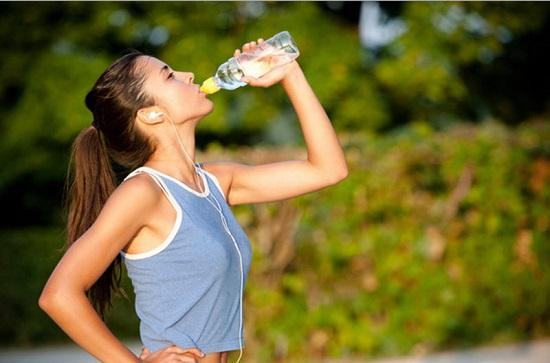 Tùy vào thời tiết và cơ địa của mỗi người mà bổ sung lượng nước cho hợp lý