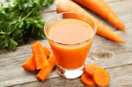 Cà rốt có một lượng vitamin A dồi dào giúp bảo vệ da không bị viêm nhiễm và chống lại các tác nhân gây mụn