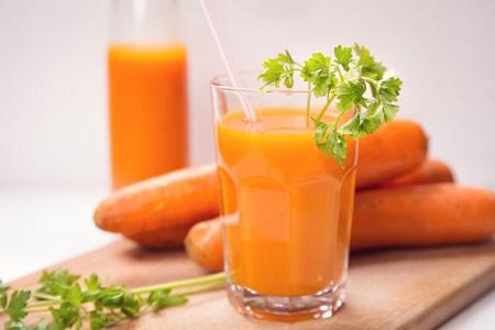 Nước ép cà rốt bổ dưỡng và giàu vitamin A rất tốt cho sức khỏe và làm đẹp da