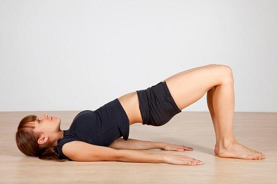 Tư thế cây cầu trong yoga là phương pháp hỗ trợ điều trị thoát vị đĩa đệm hữu hiệu