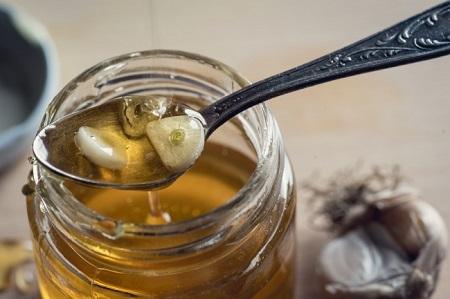 Tỏi và mật ong là sự kết hợp mang lại công dụng chống lão hóa làn da