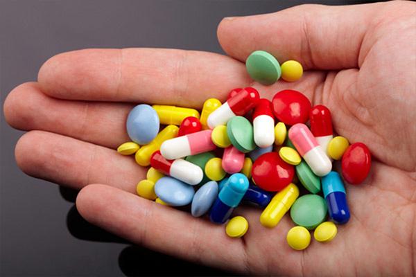 Có thể sử dụng thuốc Tây y hoặc Đông y để điều trị giãn tĩnh mạch